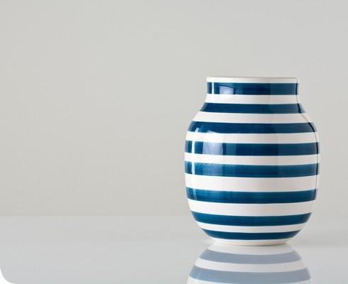 Medium-blue-and-white-omaggio-vase